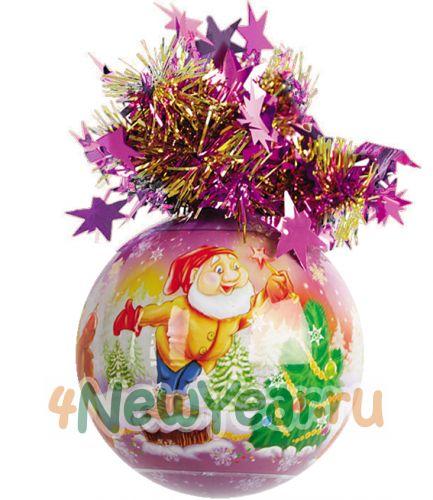 """Елочный шар с мишурой  """"Рождественский """" (Гном украшает елку), 85 мм."""